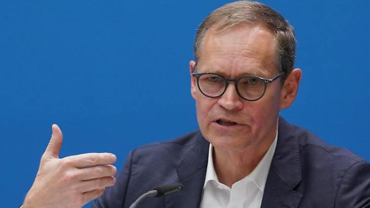 Michael Müller (SPD). Foto: Jörg Carstensen/dpa/Archivbild