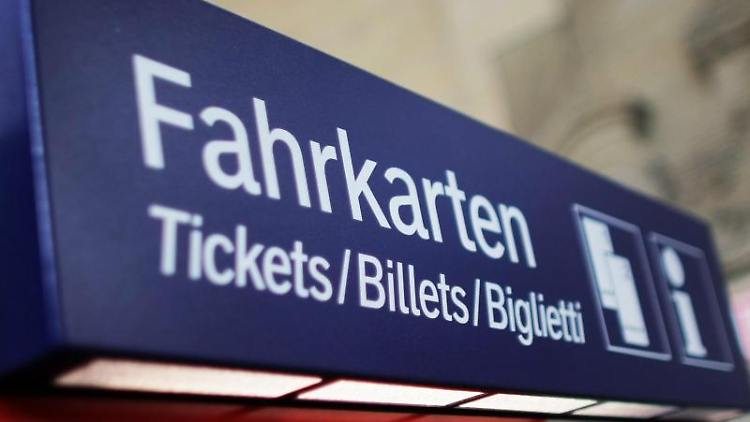 Ein Fahrkartenautomat der Deutschen Bahn. Foto: Fredrik von Erichsen/dpa/Symbolbild