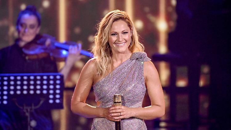 Sängerin Helene Fischer steht bei der TV-Spendengala