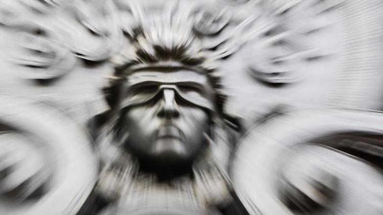 Eine Figur der blinden Justitia. Foto: Christoph Soeder/dpa