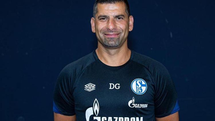 Trainer Dimitrios Grammozis. Foto: Guido Kirchner/dpa/Archivbild