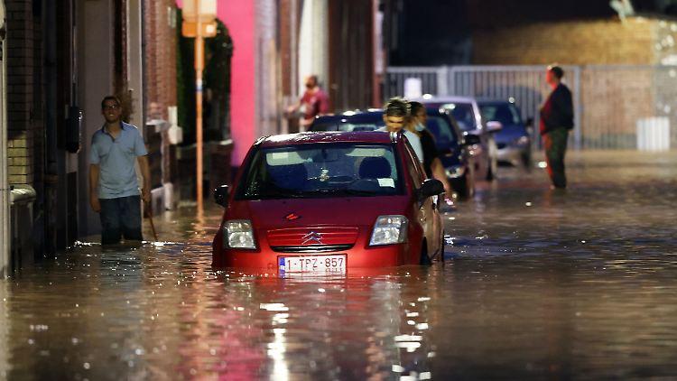 In der belgischen Stadt Namur haben heftige Regenfälle erneut für Überschwemmungen gesorgt.