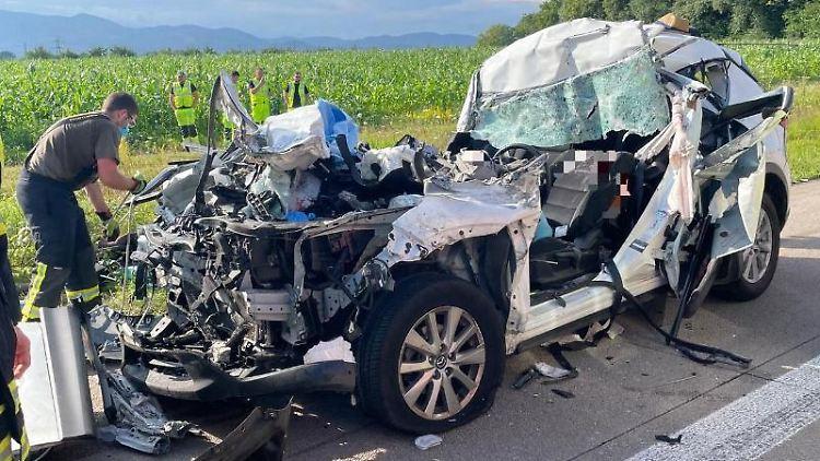Tödlicher Unfall auf A5 zwischen Achern und Bühl. Foto: Christina Häußler/Einsatz-Report24/dpa