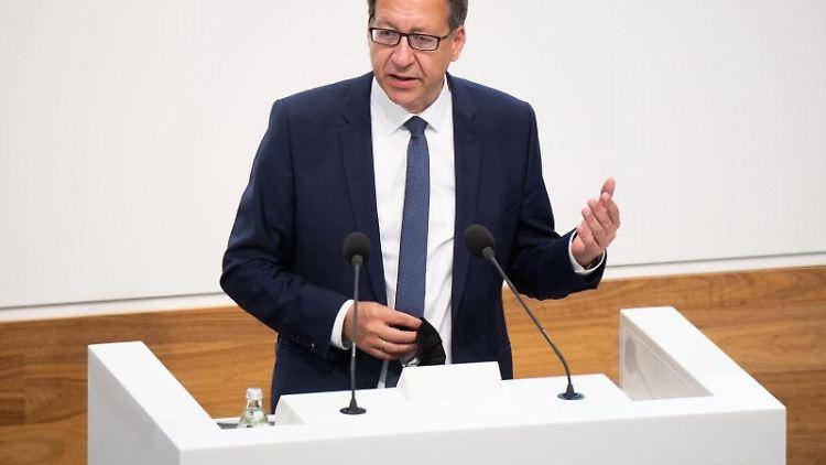 Stefan Birkner (FDP) spricht im niedersächsischen Landtag. Foto: Julian Stratenschulte/dpa
