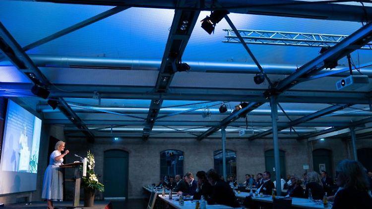 Die Präsidentin der DEHOGA Bayern Angela Inselkammer spricht in Bamberg. Foto: Nicolas Armer/dpa