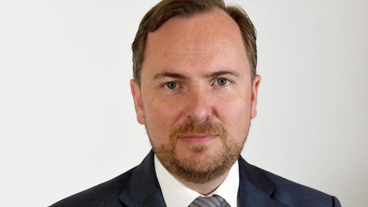 Matthias Badenhop, Staatsekretär im schleswig-holsteinischen Gesundheitsministerium, steht im Landeshaus von Kiel. Foto: Carsten Rehder/dpa