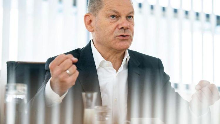 Olaf Scholz (SPD) spricht in einem Interview. Foto: Kay Nietfeld/dpa/Archivbild