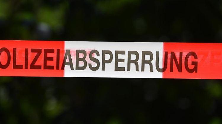 Ein Absperrband der Polizei. Foto: Hendrik Schmidt/dpa-Zentralbild/dpa/Symbolbild