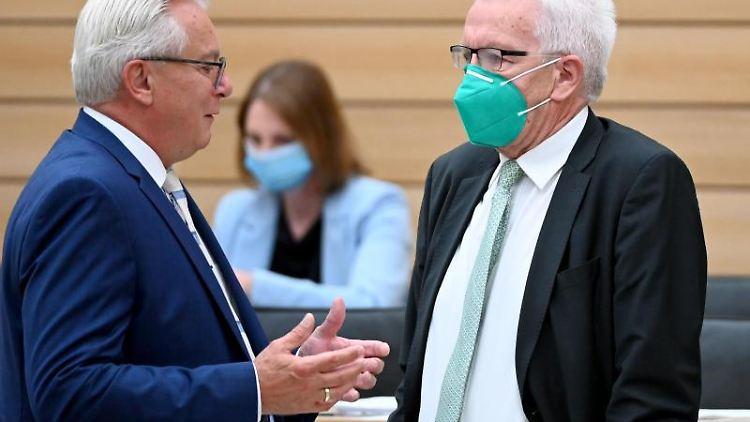 Landtagssitzung mit Bernd Gögel (l). Foto: Bernd Weißbrod/dpa/Archivbild