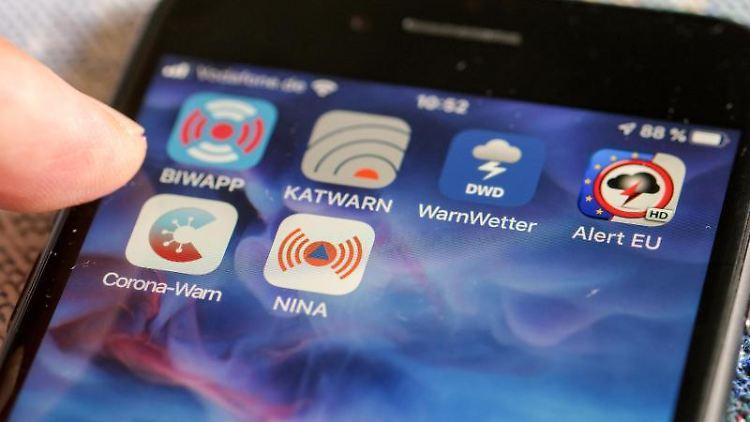 Verschiedene Warn-Apps, darunter die Notfall-Informations- und Nachrichten-App