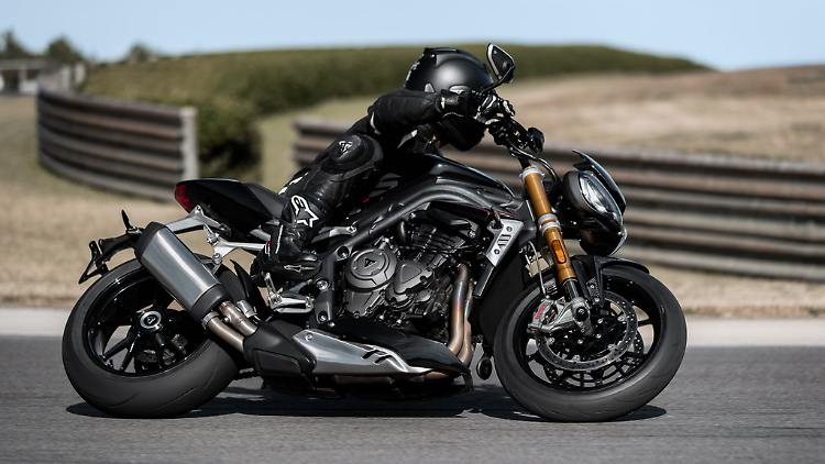 Speed-Triple-1200-RS---Accessories-Riding-5.jpg