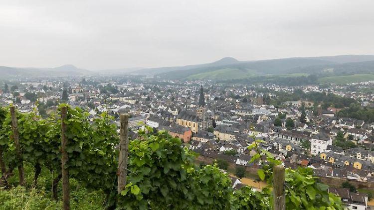 Übersicht über die Stadt Bad Neuenahr-Ahrweiler, die von einem schweren Unwetter getroffen wurde. Foto: Philipp von Ditfurth/dpa
