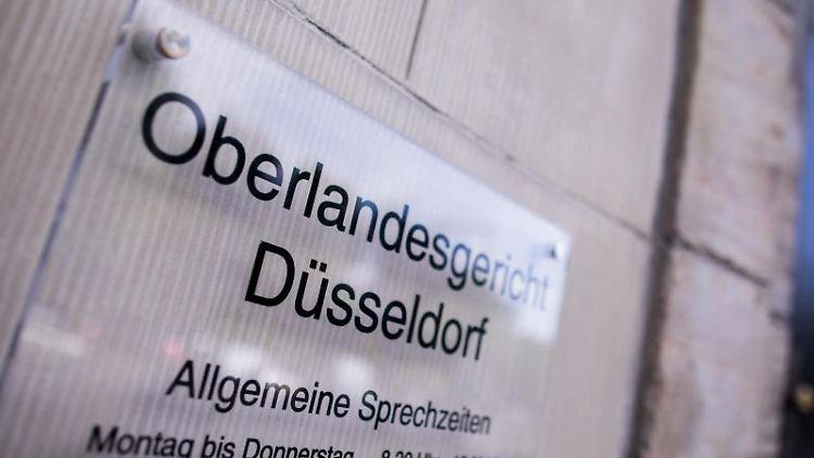 Blick auf den Eingang zum Oberlandesgericht. Foto: Rolf Vennenbernd/dpa/Archivbild