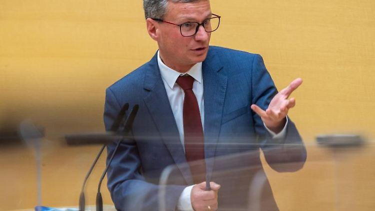 Bayerns Wissenschaftsminister Bernd Sibler (CSU) spricht bei einer Plenarsitzung im Bayerischen Landtag. Foto: Peter Kneffel/dpa/Archivbild