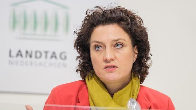Niedersachsens frühere Gesundheitsministerin Carola Reimann (SPD) spricht bei einer Pressekonferenz. Foto: Ole Spata/dpa/Archivbild