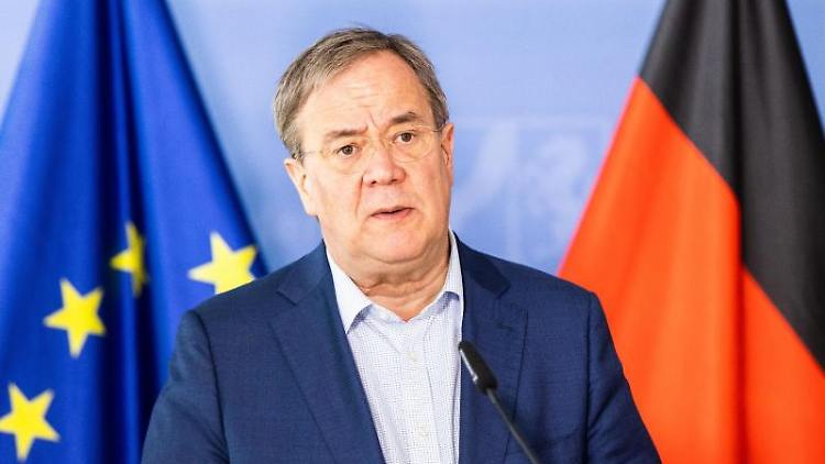 Armin Laschet (CDU) spricht während einer Pressekonferenz. Foto: Marcel Kusch/dpa