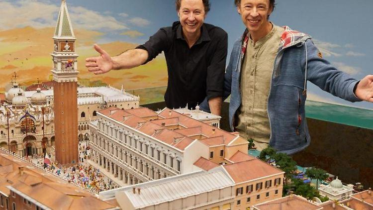 Die Unternehmer Frederik (l) und Gerrit Braun. Foto: Georg Wendt/dpa