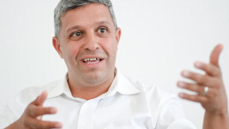 Raed Saleh, Fraktionsvorsitzender der Berliner SPD, spricht. Foto: Jens Kalaene/dpa-Zentralbild/dpa/Archivbild