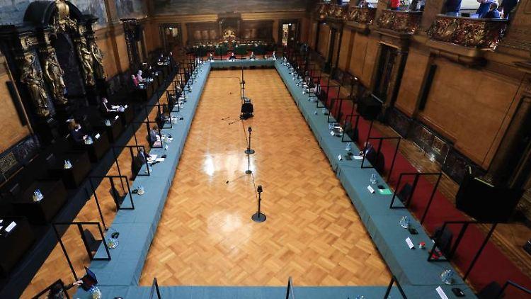 Im Parlamentarischen Untersuchungsausschuss zum Cum-Ex-Skandal wird eine Sitzung abgehalten. Foto: Christian Charisius/dpa/Archivbild