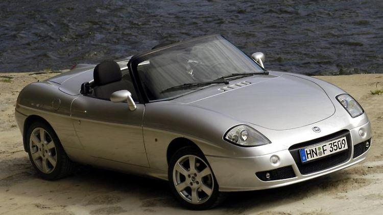 Ein Roadster aus Italien: Von 1995 bis 2005 baute Fiat die optisch gelungene Barchetta. Laut ADAC schwächelt das Fahrzeug aber bei der Zuverlässigkeit. (Bild: Fiat/dpa/tmn)