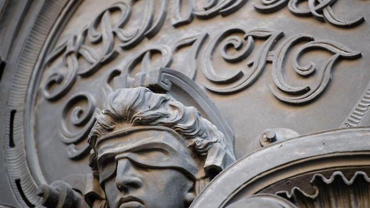 Der Eingang vom Kriminalgericht Moabit. Foto: Fabian Sommer/dpa/Archivbild