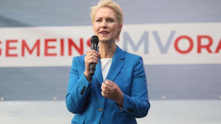 Manuela Schwesig, Ministerpräsidentin und SPD-Spitzenkandidatin für Mecklenburg-Vorpommern, spricht. Foto: Danny Gohlke/dpa