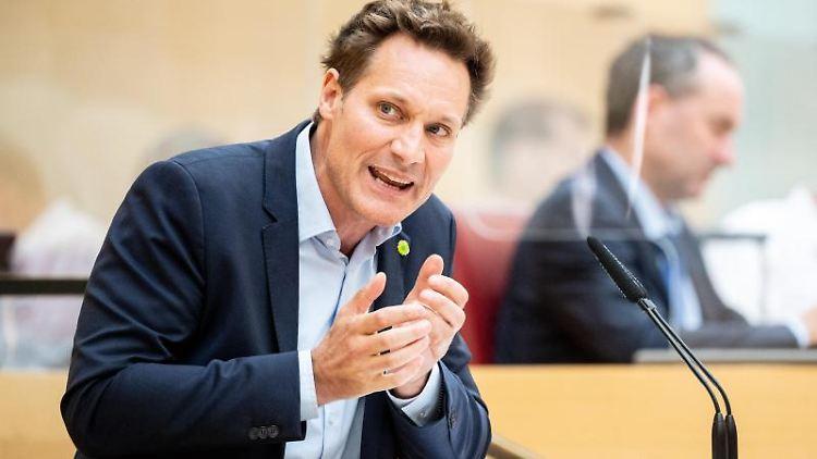 Ludwig Hartmann, Fraktionsvorsitzender von Bündnis 90/Die Grünen im Bayerischen Landtag, spricht. Foto: Matthias Balk/dpa