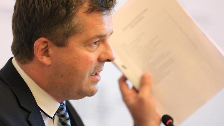 Sven Schulze, Vorsitzender der CDU Sachsen-Anhalt, spricht vor der Presse. Foto: Peter Gercke/dpa-Zentralbild/dpa