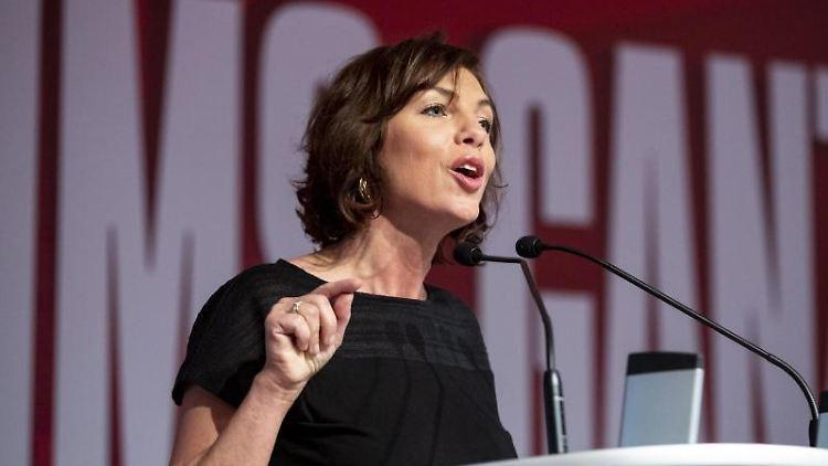 Susanna Karawanskij (Die Linke) spricht. Foto: Christoph Soeder/dpa/Archivbild