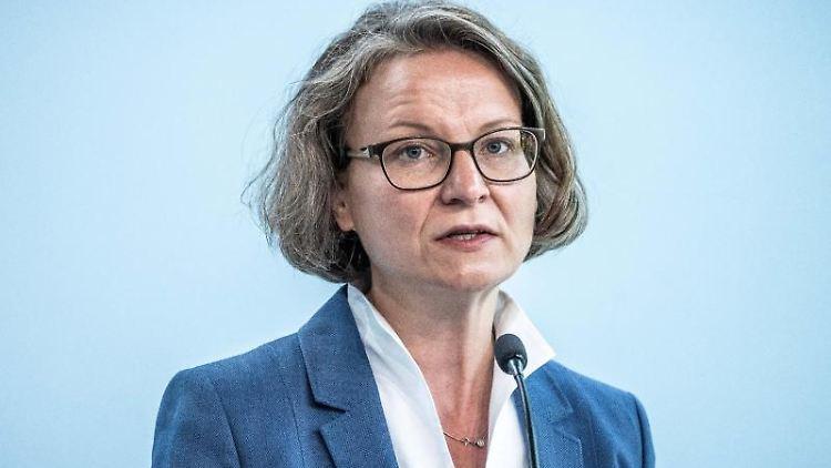 Ina Scharrenbach (CDU), Nordrhein-Westfalens Ministerin Gleichstellung. Foto: Michael Kappeler/dpa