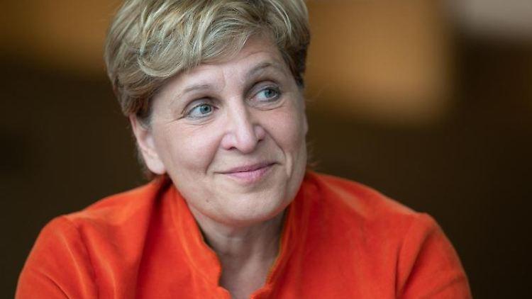 Nicole Razavi (CDU) lächelt. Foto: Bernd Weißbrod/dpa/Archivbild