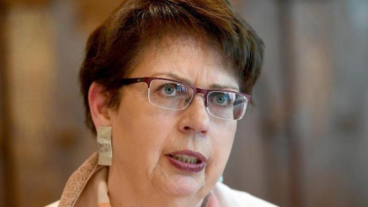 Birgit Honé (SPD), Europaministerin von Niedersachsen, spricht während einer Pressekonferenz. Foto: Holger Hollemann/dpa/Archivbild