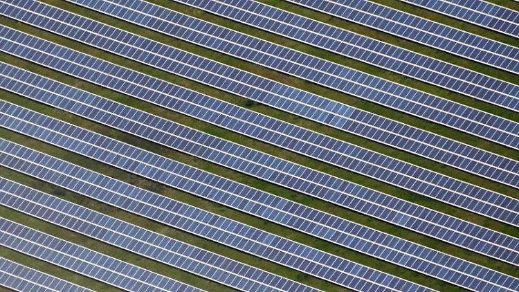 Luftbild eines Solarparks. Foto: Uli Deck/dpa/Symbolbild