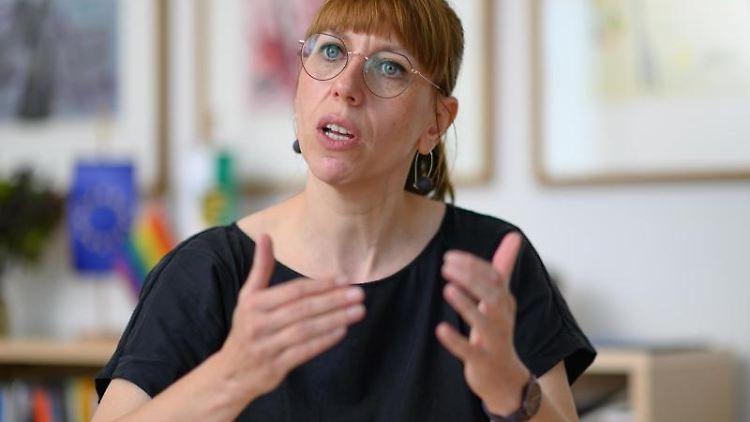 Katja Meier, Ministerin der Justiz und für Demokratie, Europa und Gleichstellung. Foto: Robert Michael/dpa-Zentralbild/dpa