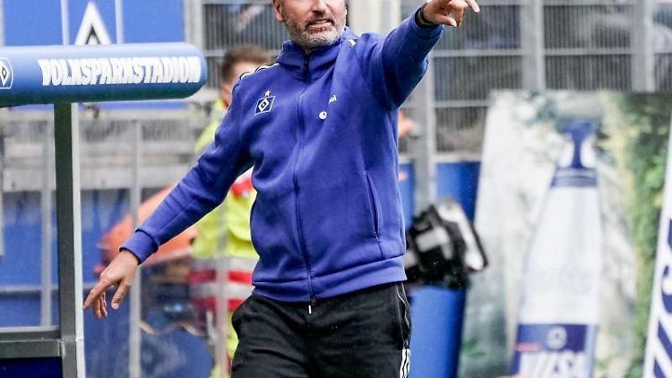 Trainer Tim Walter coacht sein Team. Foto: Axel Heimken/dpa/Archivbild