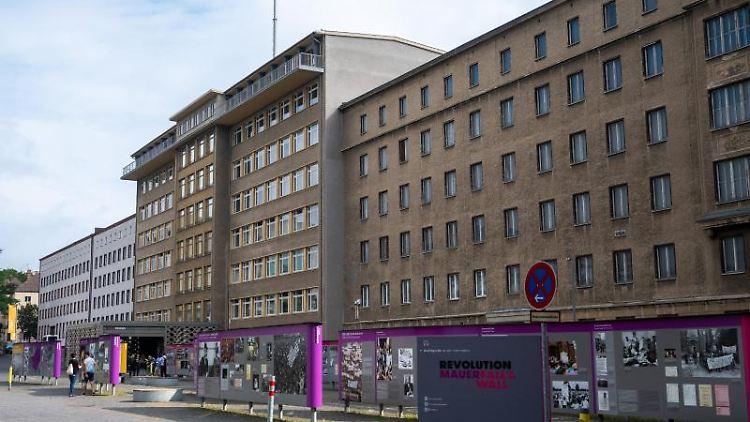 Beim Tag des offenen Denkmals in der ehemaligen Stasi-Zentrale werden Führungen angeboten. Foto: Christophe Gateau/dpa