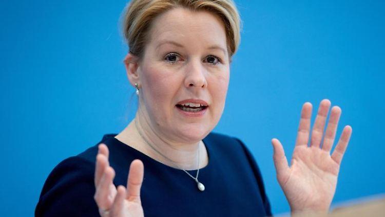 Franziska Giffey (SPD) spricht. Foto: Kay Nietfeld/dpa/Archivbild