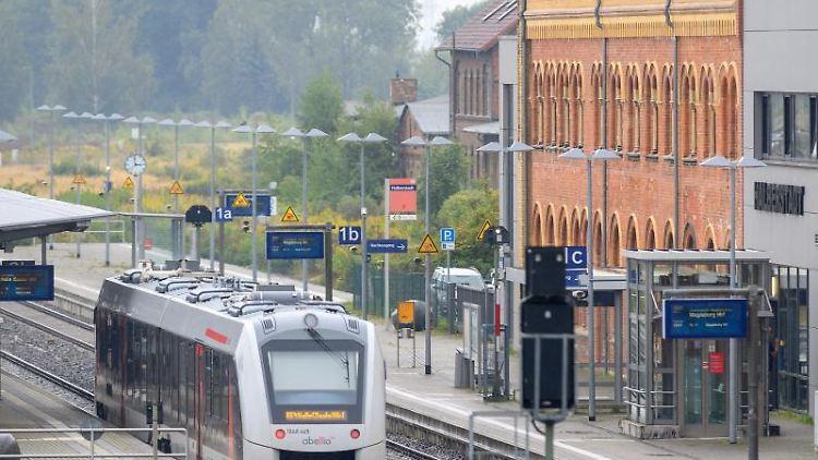 Ein Zug vom Bahnunternehmen