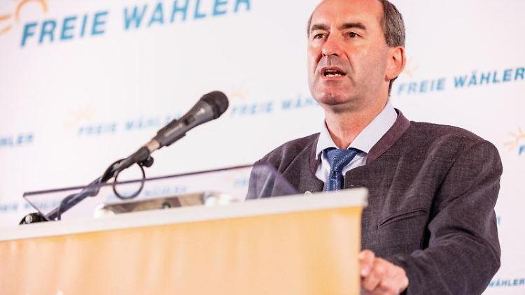 Bayerns Wirtschaftsminister und Freie-Wähler-Chef Hubert Aiwanger spricht in Abensberg. Foto: Matthias Balk/dpa/archivbild
