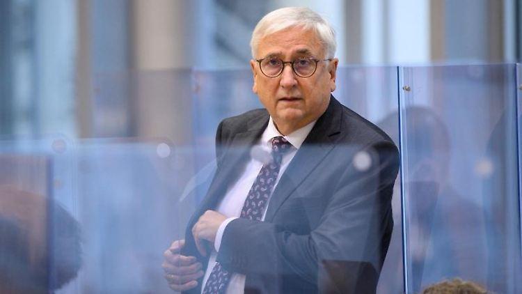 Michael Richter (CDU), Finanzminister von Sachsen-Anhalt, kommt in den Plenarsaal des Landtages. Foto: Klaus-Dietmar Gabbert/dpa-Zentralbild/dpa