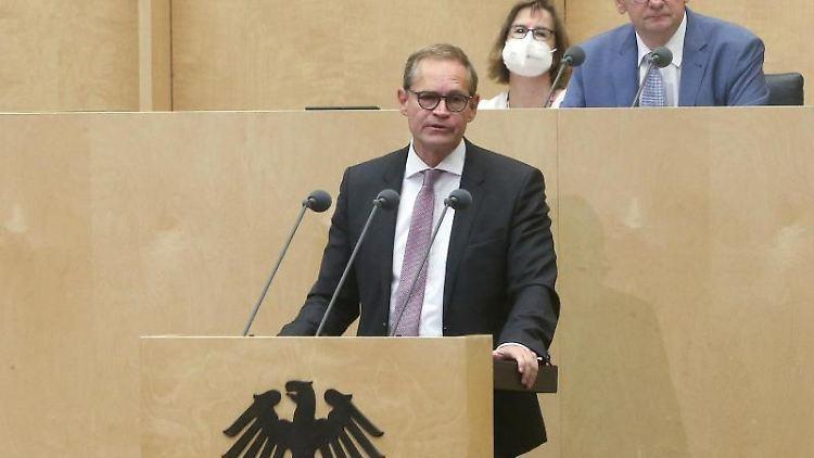 Michael Müller (SPD) spricht. Foto: Wolfgang Kumm/dpa
