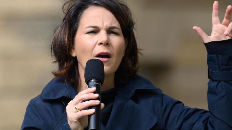 Annalena Baerbock (Die Grünen), Kanzlerkandidatin, spricht. Foto: Robert Michael/dpa-Zentralbild/dpa