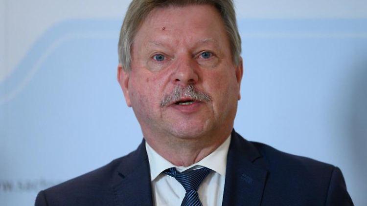 Bert Wendsche, Präsident des Sächsischen Städte- und Gemeindetags, spricht. Foto: Robert Michael/dpa-Zentralbild/ZB