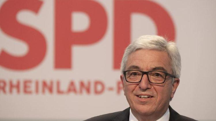 Roger Lewentz, Landesvorsitzender der SPD Rheinland-Pfalz spricht. Foto: Boris Roessler/dpa