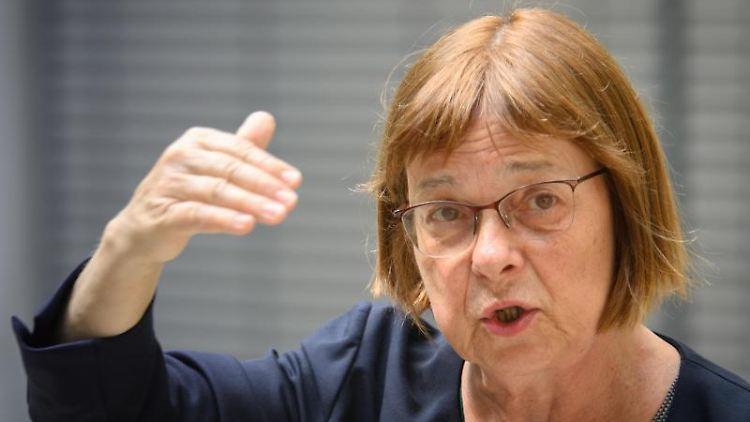 Ursula Nonnemacher (Bündnis 90/Die Grünen) bei einer Pressekonferenz. Foto: Soeren Stache/dpa-Zentralbbild/dpa/Archivbild