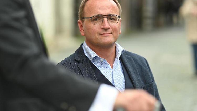 Markus Ewald, Oberbürgermeister der Stadt Weingarten, sitzt in seinem Rollstuhl. Foto: Felix Kästle/dpa