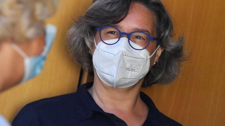 Heike Werner (Die Linke), Ministerin für Gesundheit von Thüringen, spricht. Foto: Martin Schutt/dpa-Zentralbild/dpa