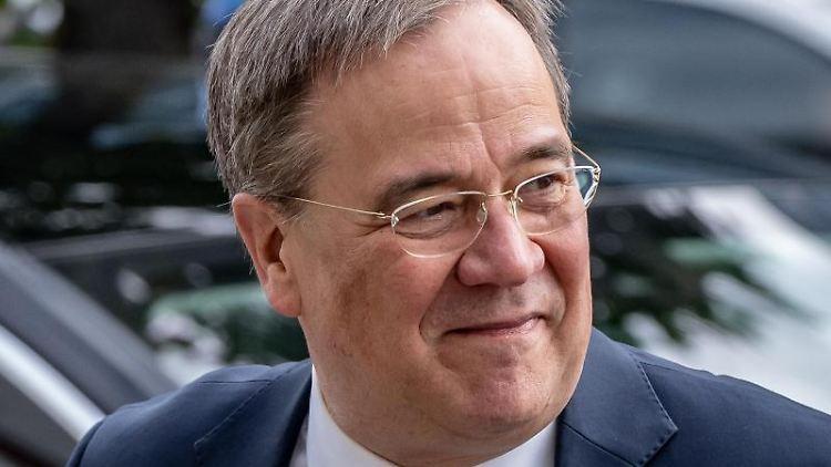 Armin Laschet, Unions Kanzlerkandidat, CDU-Bundesvorsitzender und Ministerpräsident von NRW, lächelt. Foto: Michael Kappeler/dpa