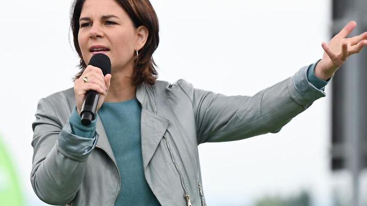 Die grüne Kanzlerkandidatin Annalena Baerbock spricht in Mainz. Foto: Arne Dedert/dpa/archivbild