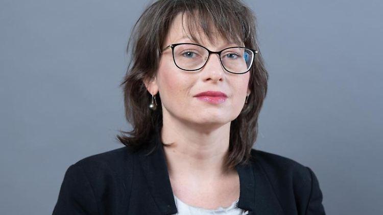 Katja Pähle (SPD) schaut in die Kamera. Foto: Sebastian Kahnert/dpa-Zentralbild/ZB